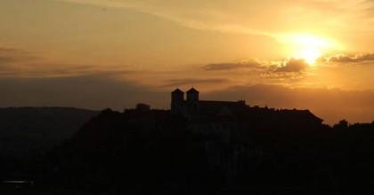 Opactwo o zachodzie słońca