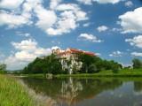 Klasztor  z drugiej strony Wisły